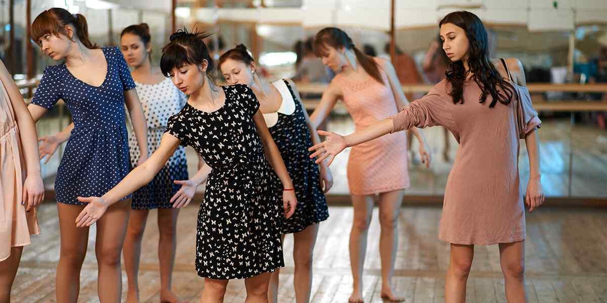 https://artemia-danse.com/wp-content/uploads/2019/04/inner_dance_01.jpg